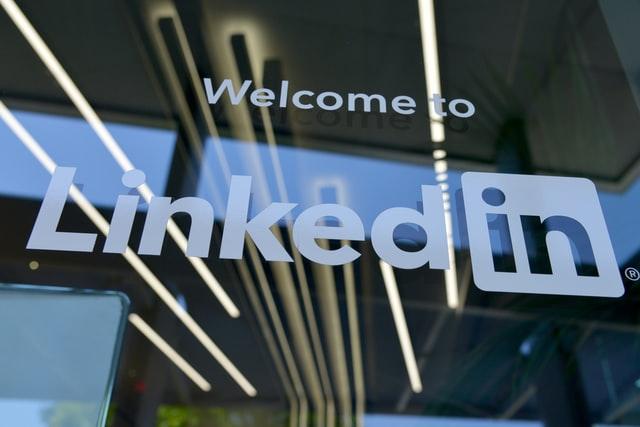 LinkedInでは他の人があなたの名前を正しく発音するのを助ける